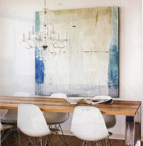 turquoise-abstract-painting-crystal-chandelier-rustic-table-white-chairs-dining-room-eclectic-home-decor-ideas1